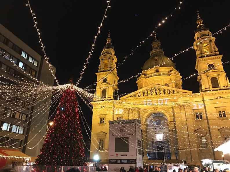 Christmas Market in Budapest next to Karacsony Bazilika