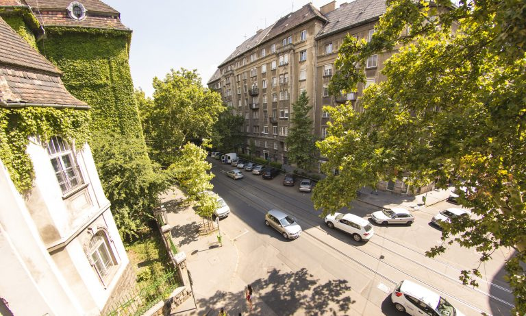 view-from-the-window-naarbudapest.nl-apartment